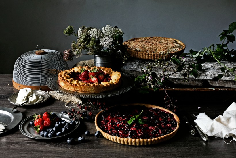 table with pies